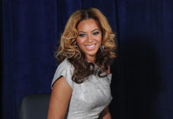 NEW YORK - MARCH 05:  Recording artist Beyonce Knowles attends the unveiling of the Beyoncé Cosmetology Center on March 5, 2010 in New York City.  (Photo by Jason Kempin/Getty Images)