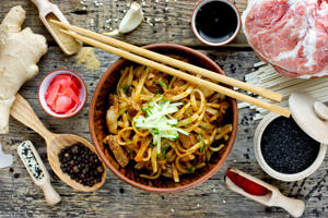 Udon noodles with meat sauce and vegetables