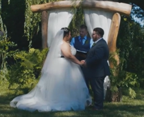Lovers dedicate the wedding day to dinos and Jurassic Park