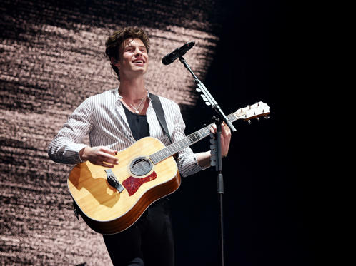 สไลด์ 1 จาก 51: QUEBEC CITY, QC - JULY 08:  Shawn Mendes performs during the 51st Festival d'ete de Quebec on July 8, 2018 in Quebec City, Canada.  (Photo by C Flanigan/WireImage)
