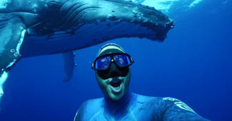 Diver gets selfie with massive blue whale