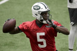 New York Jets quarterback Teddy Bridgewater works out during NFL football training camp, Friday, July 27, 2018, in Florham Park, N.J. (AP Photo/Julio Cortez)