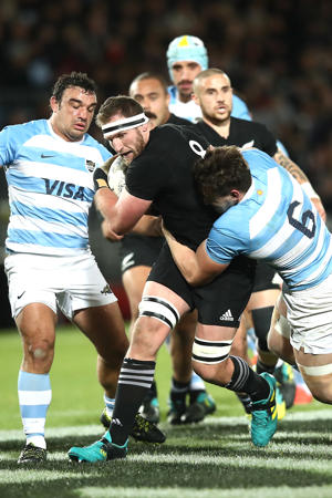 Kieran Read of the New Zealand All Blacks is tackled
