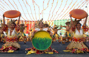 MANILA, PHILIPPINES:  Participants of a street dance competition perform in Manila, 17 April 2004. Thr Philippines host a dance celebration as part of the summer festival promoting tourism in the Philippines.     AFP PHOTO Joel NITO  (Photo credit should read JOEL NITO/AFP/Getty Images)
