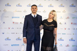 MILAN, ITALY - MAY 14:  Mauro Icardi and Wanda Nara attend the Gentleman Prize on May 14, 2018 in Milan, Italy.  (Photo by Pier Marco Tacca/Getty Images)