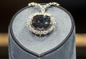 The Hope diamond with 45. 52 carats in the Smithsonian National Museum of Natural History in Washington,D.C. on January 13, 2012.