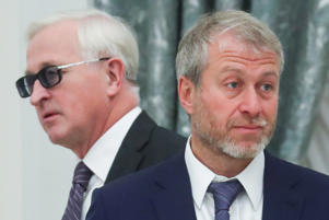 Alexander Shokhin (L), president of the Russian Union of Industrialists and Entrepreneurs (RSPP), and businessman Roman Abramovich   (Photo by Sergei Savostyanov\TASS via Getty Images)