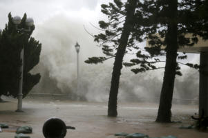 High waves hit the shore at Heng Fa Chuen, a residental district near the waterfront, as Typhoon Mangkhut slams Hong Kong, China September 16, 2018. REUTERS/Bobby Yip