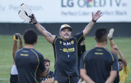 Argentine legend Diego Maradona gestures during his first training session as coach of Mexican football club Dorados, at the Banorte stadium in Culiacan, Sinaloa State, Mexico, on September 10, 2018. - As much as he was a genius with the ball at his feet, Diego Maradona's coaching career has been far from distinguished and took a curious turn when he joined Mexican second-division outfit Dorados. (Photo by Pedro PARDO / AFP)        (Photo credit should read PEDRO PARDO/AFP/Getty Images)