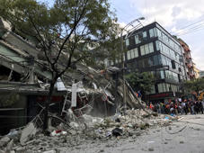 A collapsed building is seen after an earthquake hit in Mexico City, Mexico September 19, 2017. REUTERS/Claudia Daut