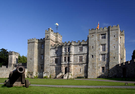 Slide 1 de 14: Chillingham Castle the most haunted castle in England