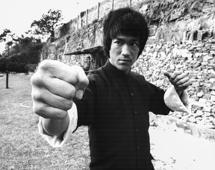 Actor and martial artist Bruce Lee rehearsing, on the set of the film 'Enter the Dragon', Hong Kong, circa 1973. (Photo by Stanley Bielecki Movie Collection/Getty Images)