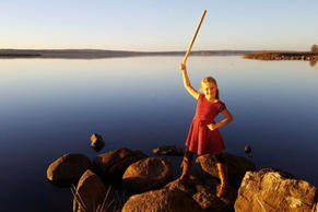 Saga Vanecek, an 8-year-old Swedish-American girl, discovered a 1,500-year-old sword from lake that will soon be featured in a museum.