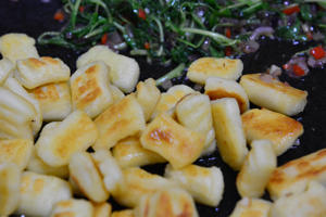 Gnocchi fried with chilli and rocket leaves