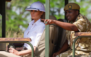 US First Lady Melania Trump goes on a safari with Nelly Palmeris (R), Park Manager, at the Nairobi National Park in Nairobi, October 5, 2018, during the third leg of her solo tour of Africa. (Photo by SAUL LOEB / AFP)        (Photo credit should read SAUL LOEB/AFP/Getty Images)