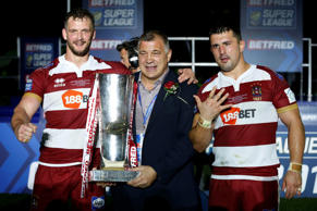 Wigan Warriors' Sean O'Loughlin, head coach Shaun Wane and Ben Flower celebrate with the trophy after the Super League Grand Final