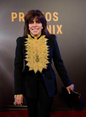 Diapositiva 1 de 20: Mexican actress Veronica Castro poses for photographers on her red carpet walk as she arrives for the Fenix Iberoamerican Film Awards ceremony at the Esperanza Iris Theater in Mexico City, Wednesday, Dec. 6, 2017. (AP Photo/Eduardo Verdugo)