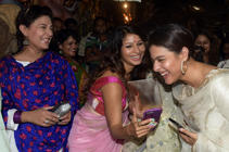 Indian Bollywood actresses (L-R) Sharbani Mukherjee, Tanisha Mukherjee, and Kajol Devgn share a light moment during the unveiling of 'Maa Durga' idol event, in Mumbai on September 22, 2017. / AFP PHOTO / STR        (Photo credit should read STR/AFP/Getty Images)
