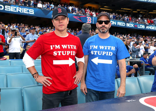Diapositiva 1 de 87: Matt Damon and Jimmy Kimmel attend The Los Angeles Dodgers Game - World Series - Boston Red Sox v Los Angeles Dodgers - Game Five at Dodger Stadium on October 28, 2018 in Los Angeles, California.  (Photo by Jerritt Clark/Getty Images)