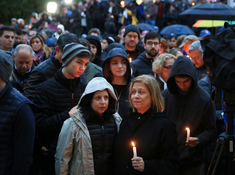 Grief-stricken Pittsburgh readies itself for funerals, Trump visit after synagogue shooting BBP5EBG