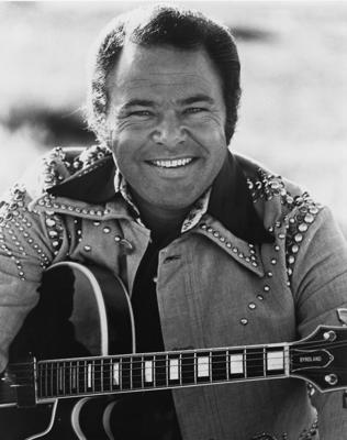 CIRCA 1976:  Country artist Roy Clark poses for a portrait circa 1976. (Photo by Michael Ochs Archives/Getty Images)
