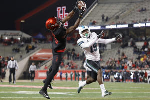 HOUSTON, TX - NOVEMBER 15:  Jeremy Singleton #10 of the Houston Cougars catches a pass for a touchdown in the third quarter defended by Taris Shenall #19 of the Tulane Green Wave at TDECU Stadium on November 15, 2018 in Houston, Texas.  (Photo by Tim Warner/Getty Images)