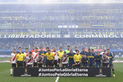 BUENOS AIRES, ARGENTINA - NOVEMBER 11: Players of River Plate and Boca Juniors pose prior the first leg match between Boca Juniors and River Plate as part of the Finals of Copa CONMEBOL Libertadores 2018 at Estadio Alberto J. Armando on November 11, 2018 in Buenos Aires, Argentina. The match was due to be played on November 10th and was rescheduled due to heavy storms in Buenos Aires.  (Photo by Jam Media/Getty Images)