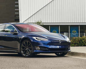 With its huge 100.0-kWh battery pack, the Tesla Model S 100D provides greater range than any other EV on the market.