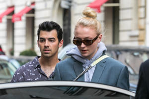PARIS, FRANCE - MARCH 05:  (L-R) Joe Jonas and Sophie Turner are seen  on March 5, 2018 in Paris, France.  (Photo by Marc Piasecki/GC Images)