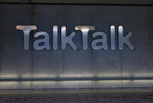 A £1.5bn deal to accelerate the rollout of fast broadband to millions of British homes has stalled amid a valuation dispute between TalkTalk and its prospective infrastructure partner.