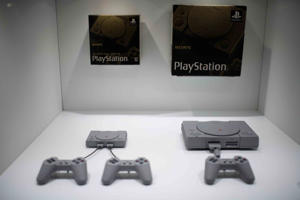 The new 2018 Sony Playstation Classic (L) is displayed next to the 1994 Sony Playstation Classic at the Tokyo Game Show on September 21, 2018. (Photo by Martin BUREAU / AFP)        (Photo credit should read MARTIN BUREAU/AFP/Getty Images)