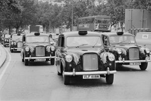 Hackney carriages, also called Black Cabs, at Hyde Park Corner, London, UK, 16th September 1977. (Photo by Evening Standard/Getty Images)