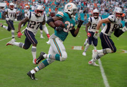 Miami Dolphins running back Kenyan Drake (32) runs for a touchdown during the second half of an NFL football game against the New England Patriots, Sunday, Dec. 9, 2018, in Miami Gardens, Fla. The Dolphins defeated the Patriots 34-33. (AP Photo/Lynne Sladky)