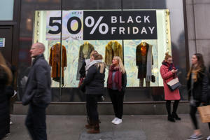 LONDON, UNITED KINGDOM - 2018/11/23: Shoppers are seen at the topshop taking advantage of the Black Friday deals that many high street stores are offering. A very busy Black Friday at the London's Oxford street. (Photo by Dinendra Haria/SOPA Images/LightRocket via Getty Images)