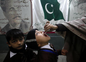 A Pakistani health worker gives a polio vaccination to a child in Peshawar, Pakistan, Monday, Dec. 10, 2018. Pakistan has launched yet another vaccination drive against polio, trying to eradicate the crippling disease from the country. (AP Photo/Mohammad Sajjad)