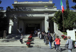 People queue at Los Pinos presidential residence in Mexico City, on December 2, 2018 after Mexico's newly inaugurated president Andres Manuel Lopez Obrador decided not to live in the sumptuous residence and instead open it to the public as a cultural centre. - Anti-establishment leftist Andres Manuel Lopez Obrador vowed a 'deep and radical' change in Mexico as he assumed the country's presidency on December 1, five months after winning a landslide election victory. Vowing to lead his anti-corruption, pro-austerity drive by example, he has forsworn the presidential residence, jet and security detail, and cut his own salary by 60 percent. (Photo by CLAUDIO CRUZ / AFP)        (Photo credit should read CLAUDIO CRUZ/AFP/Getty Images)