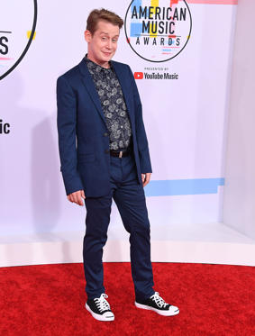 Diapositiva 1 de 40: LOS ANGELES, CA - OCTOBER 09:  Macaulay Culkin arrives at the 2018 American Music Awards at Microsoft Theater on October 9, 2018 in Los Angeles, California.  (Photo by Steve Granitz/WireImage)