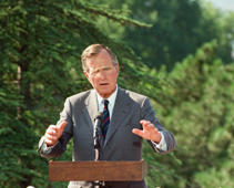 a man wearing a suit and tie standing next to a tree: A file photo dated July 20, 1991 shows Former US President George H.W. Bush makes a speech during a press conference in Ankara, Turkey on July 20, 1991. 41st president of the United States George Herbert Walker Bush died at age of 94.