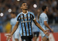 Cícero of Brazil's Gremio, celebrates after scoring against Argentina's Atlético Tucuman, during their Copa Libertadores 2018 football match held at the Arena do Gremio stadium, in Porto Alegre, Brazil, on October 2, 2018. (Photo by Itamar AGUIAR / AFP)        (Photo credit should read ITAMAR AGUIAR/AFP/Getty Images)