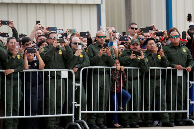 Amid shutdown, Trump visits Texas in effort to boost argument for border wall BBS57vl
