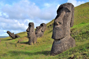Easter Island, Rapa Nui: Moais, typical statues from Easter Island, monolithic human figures.