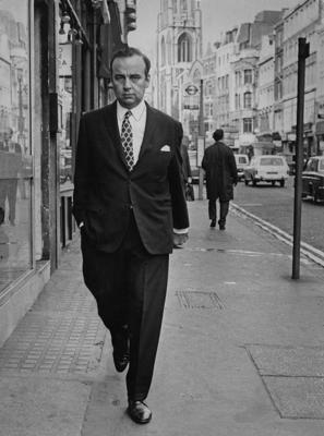 Australian media mogul Rupert Murdoch in London after talks at the offices of IPC (International Press Corporation) on the future of the Sun newspaper, 26th September 1969. Murdoch acquired ownership of the Sun shortly after these talks, despite a rival bid from publisher Robert Maxwell. (Photo by Evening Standard/Hulton Archive/Getty Images)