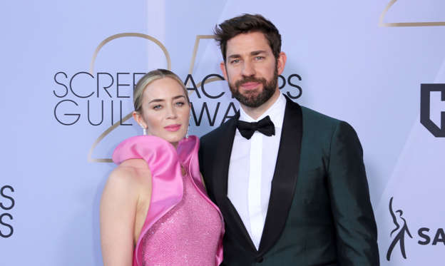 Lysbilde 1 av 56: Emily Blunt, left, and John Krasinski arrive at the 25th annual Screen Actors Guild Awards at the Shrine Auditorium & Expo Hall on Sunday, Jan. 27, 2019, in Los Angeles. (Photo by Willy Sanjuan/Invision/AP)