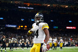 Pittsburgh Steelers wide receiver Antonio Brown (84) celebrates sho touchdown reception in the second half of an NFL football game against the New Orleans Saints in New Orleans, Sunday, Dec. 23, 2018. (AP Photo/Butch Dill)