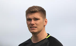 BARNET, ENGLAND - DECEMBER 29:  Owen Farrell of Saracens looks on ahead of the Gallagher Premiership Rugby match between Saracens and Worcester Warriors at Allianz Park on December 29, 2018 in Barnet, United Kingdom. (Photo by Matthew Lewis/Getty Images)