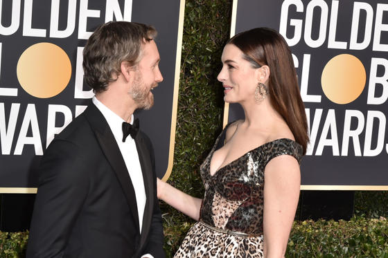 Dia 1 van 56: BEVERLY HILLS, CALIFORNIA - JANUARY 06: Adam Shulman and Anne Hathaway attend the 76th Annual Golden Globe Awards at The Beverly Hilton Hotel on January 06, 2019 in Beverly Hills, California. (Photo by David Crotty/Patrick McMullan via Getty Images)