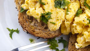 How to make deliciously soft scrambled eggs