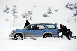 The most creative way of getting your stuck car out of the snow