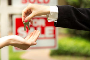 Estate agent gives keys to buyer