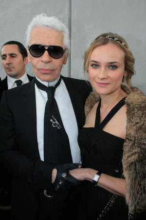 FRANCE - JANUARY 23:  Celebrities At Chanel Haute Couture Spring-Summer 2008 Fashion Show In Paris, France On January 23, 2008 - Karl Lagerfeld and Diane Kruger.  (Photo by Serge BENHAMOU/Gamma-Rapho via Getty Images)